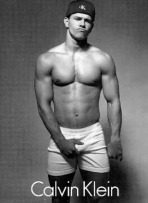 Chilotii Calvin Klein bifeaza 25 de ani de succes www.mauvert.com