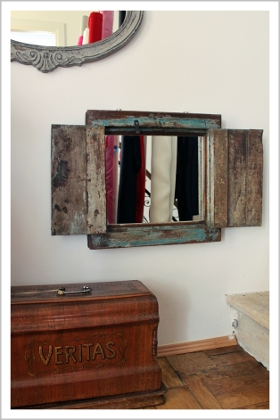 Parlor, fashion designer, showroom, mirror, old frame