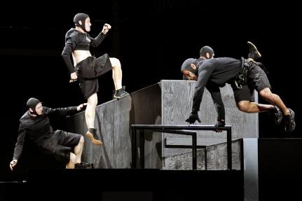 Alexander Wang X H&M show, www.mauvert.com