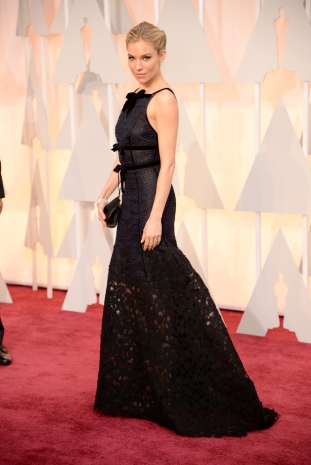 Sienna Miller | Oscar de la Renta; bijuterii Forevermark
