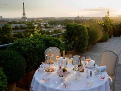 arc romantic-rooftop-dinner-in-paris